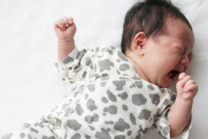 泣いてる赤ちゃん(だけ)に「泣きたいんだよねぇ~」と話しかける